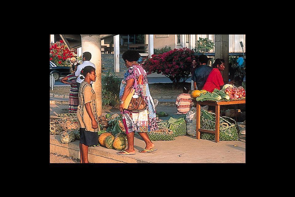 Die Hauptstadt von Vanuatu bietet ein mildes Klima sowie einen riesigen Markt für Kunsthandwerk.
