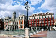 Das Rathaus befindet sich im Stadtzentrum.