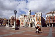 Plaza Mayor ist das Herz der Stadt. Hier befinden sich das Rathaus und die übrigen Verwaltungsgebäude.