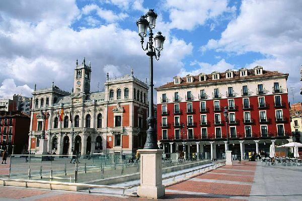 El ayuntamiento está en pleno centro de la ciudad.