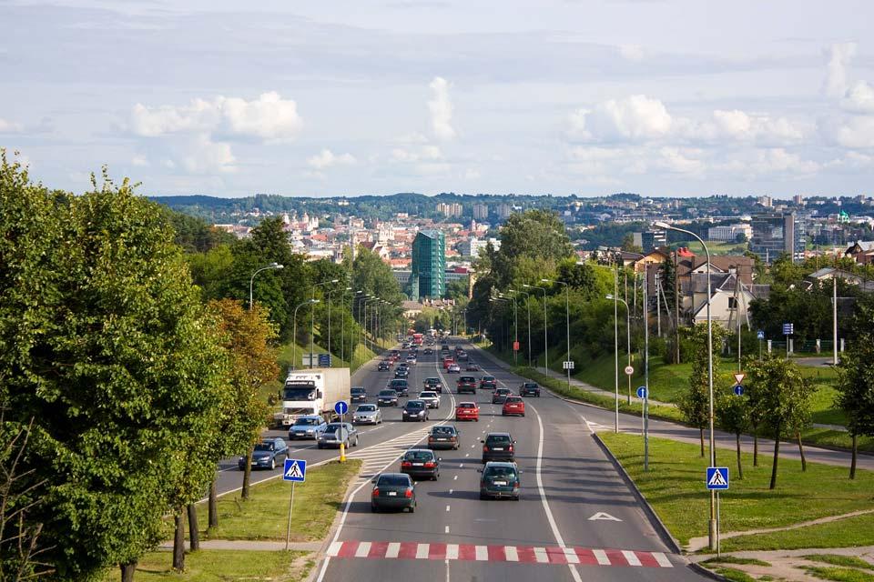 Edifiée à la confluence de la Neris et de la Vilnia, Vilnius est la capitale de la Lituanie depuis 1323. Mais depuis, elle fût aussi polonaise et russe.
