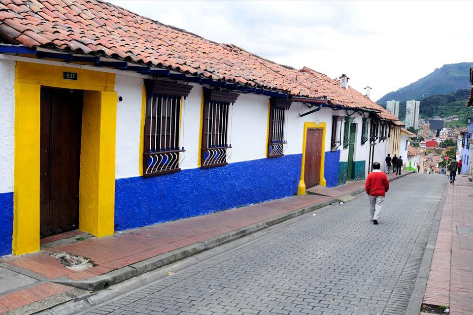 Bogotá sigue estando marcada por su período colonial, como atestiguan las casas de estilo español.