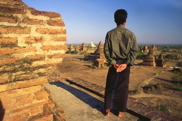 The best times to admire the beauty of Bagan is at sunrise and sunset.