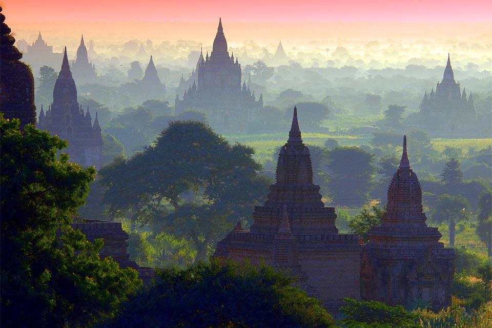 Inestimable site archéologique avec 2 000 temples et pagodes, éparpillés sur plus de 40 km².