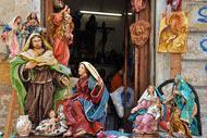 Todos los años, en diciembre, puede visitarse la exposición anual de pesebres en el monasterio de Teatini.