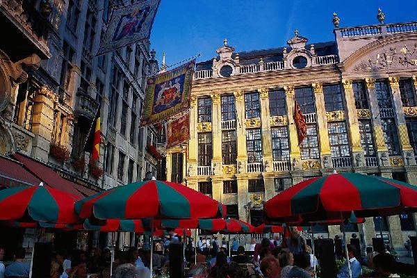Classée patrimoine mondial de l'humanité, cette place centrale abrite notamment l'hôtel de ville.