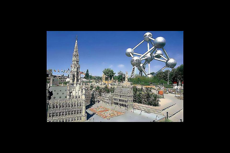 Con i suoi musei, i monumenti, i ristoranti e i bar, Bruxelles offre la possibilità di trascorre un soggiorno culturale ed immergersi al tempo stesso in un'atmosfera vivace.