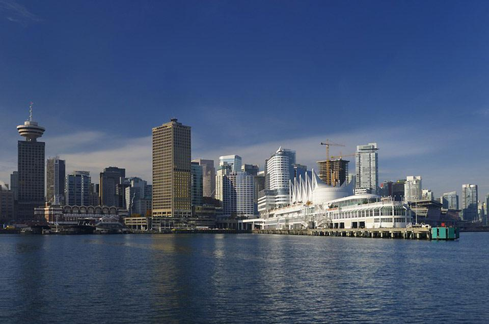 This multicultural city boasts a mixture of modern architecture and large green spaces like Stanley Park.