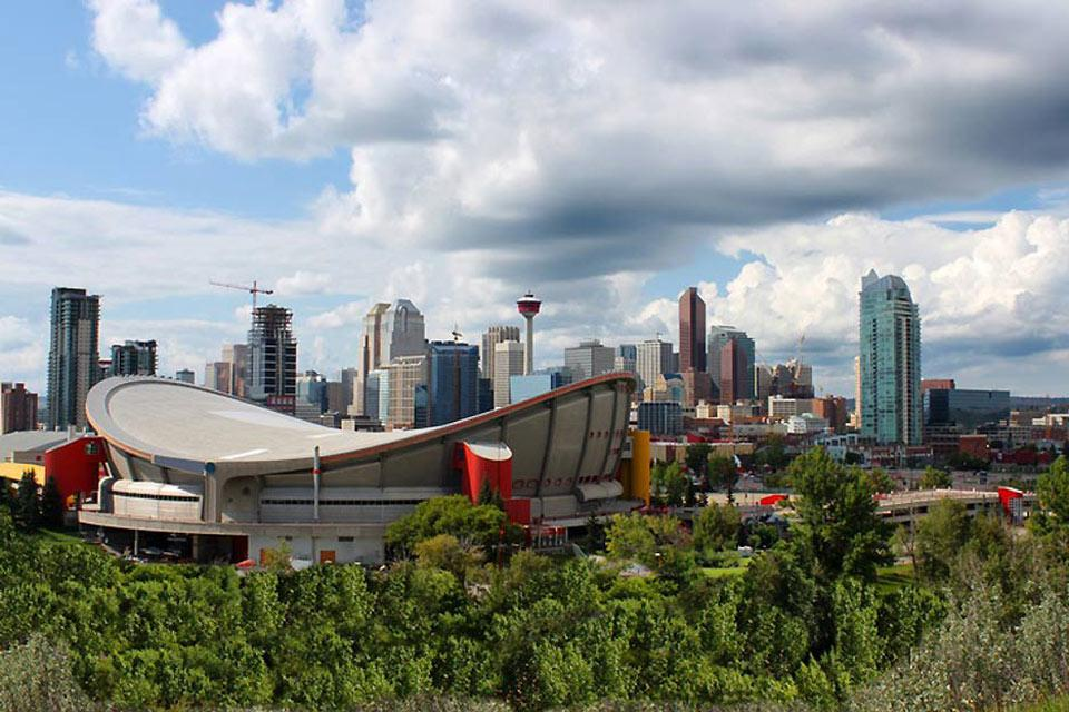 This indoor stadium is the home of the NHL team the Calgary Flames, the Calgary Hitmen of the Western Hockey League and the Calgary Roughnecks of the National Lacrosse League
