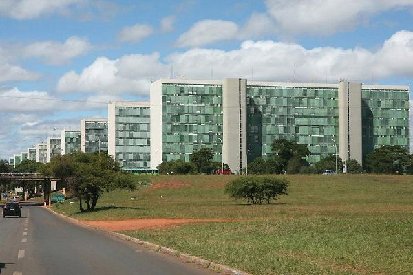 Many architects were brought in to help create Brasilia, the best known being Lucio Costa and Oscar Niemeyer.