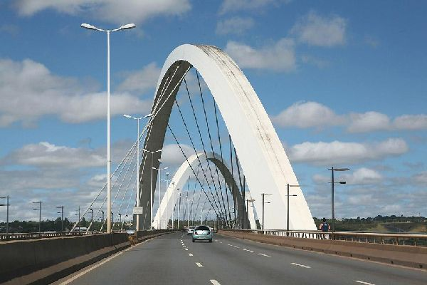 The bridge spans Lake Paranoá and is one of the symbols of Brasilia's architecture.