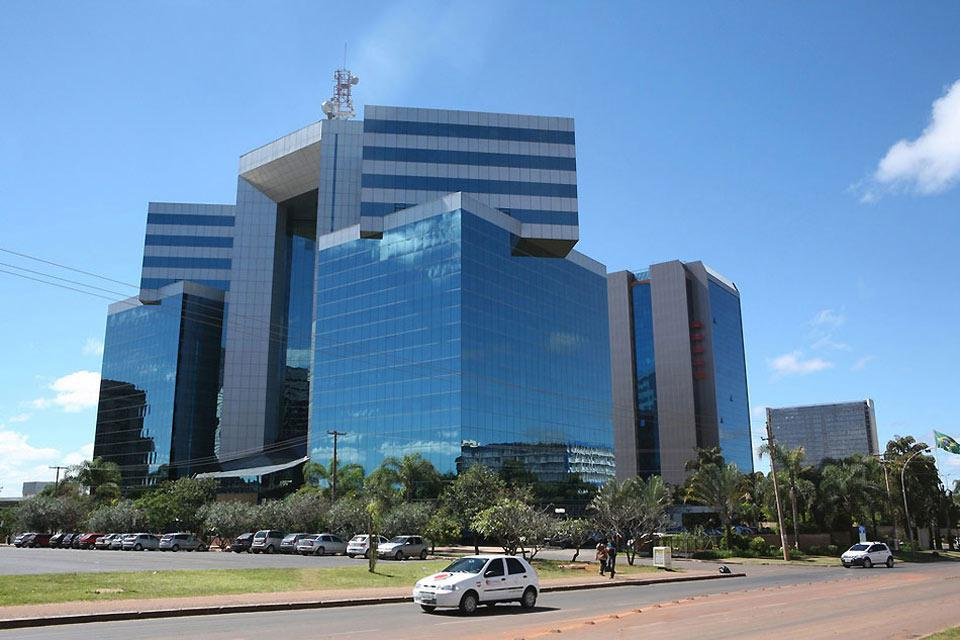Brasilia ist das Werk einer für ihre Zeit sehr modernen Städteplanung, die manchmal als ?futuristisch? bezeichnet wurde, und charakterisiert sich durch zahlreiche Bauwerke mit puristischer Linienführung, in denen sich Kunst und Architektur vermischen.