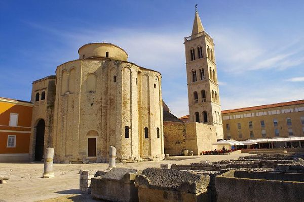 Here we see the Byzantine-style church in Zadar with, to the right, the bell tower of St. Anastasia Cathedral