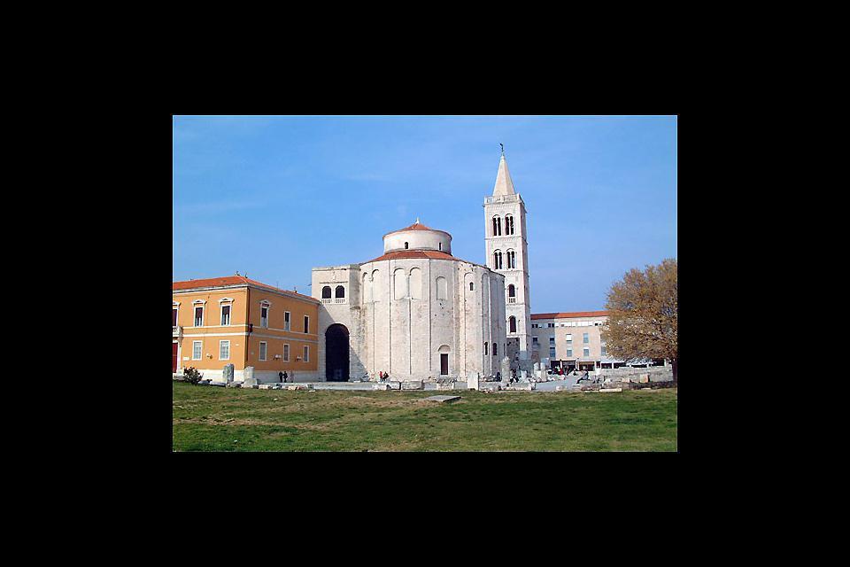 L'antica città di Zadar possiede edifici storici dall'architettura magnifica, come la chiesa San Donat, che risale al IX secolo.