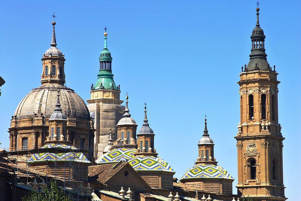The finely finished cúpuluas are an example of the architectural beauty of the city
