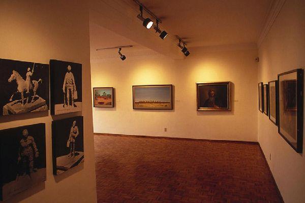 Les nombreuses églises de la ville abritent maintenant des musées et des galeries d'art.