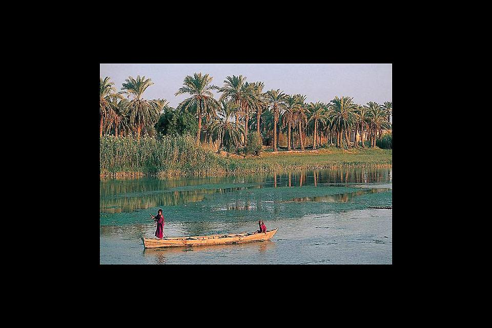 Located in the heart of a fertile area rich in oil, Basra is the second largest city in Iraq in terms of population. It is criss-crossed by a network of canals.