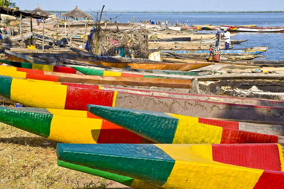 Ziguinchor, the southernmost Senegalese city, is also the most relaxed. The wide avenues are lined with arcaded houses, and the market, bursting with foodstuffs, is a real festival of colour where you could easily pass a whole day....