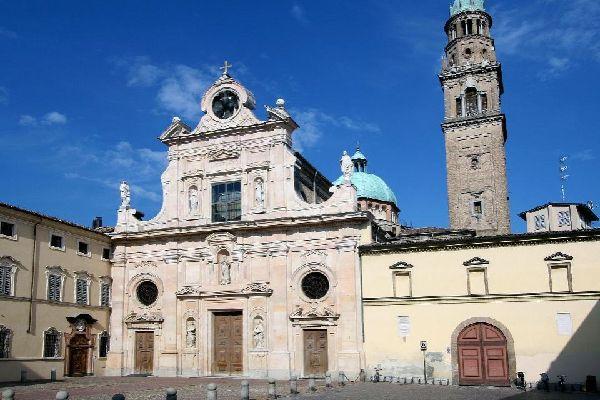 Parma, wie auch zahlreiche andere Städte der Region, ist von Bogengängen durchzogen.