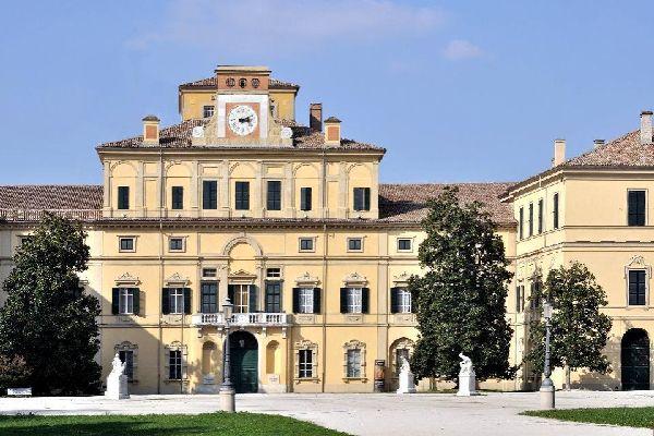 Der Belfried der Kathedrale wurde von Obizzo Sanvitale zwischen 1284 und 1291 gebaut.