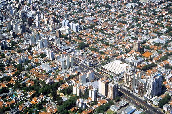 Buenos Aires est une des plus grandes métropoles sud-américaines et abrite un des principaux ports du continent.