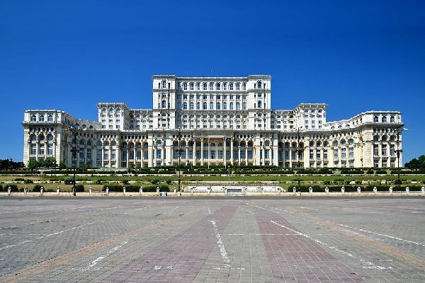 Traumatised by the USSR era, Bucharest has managed to maintain certain aspects of its period of urban-planning and concrete dictatorship.