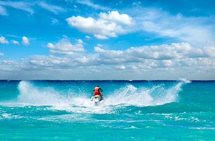 Pasea en un Jet Ski en las Bahamas