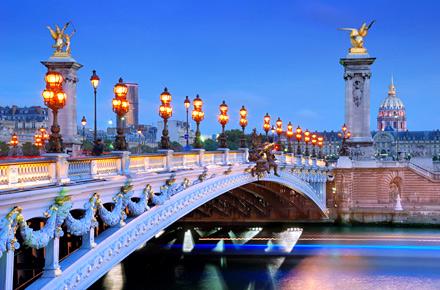Parigi, volo più hotel nella città delle luci all\'alba del 2013 per ...