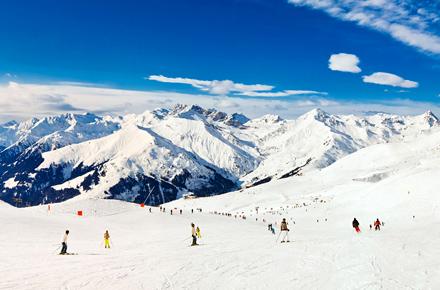 Grand ski dans les Alpes