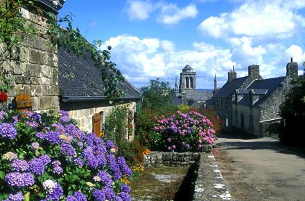 Locronan en bretagne d couvrez 10 des plus beaux villages de france - Les plus beaux villages de normandie ...