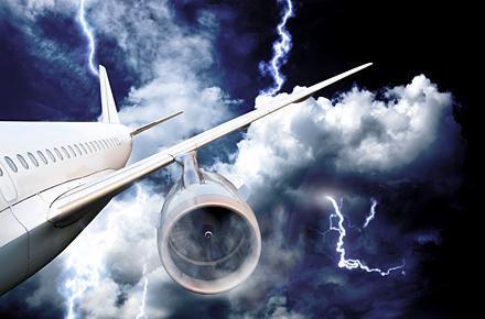 Sì o No: un fulmine potrebbe abbattere l'aereo