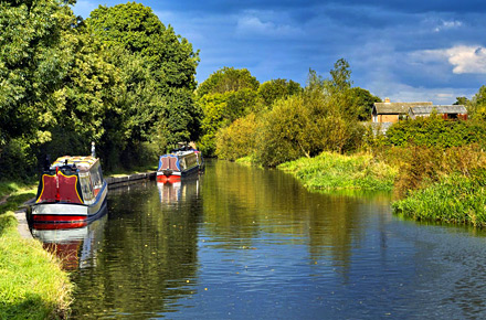 Cycle along the Grand Union Canal