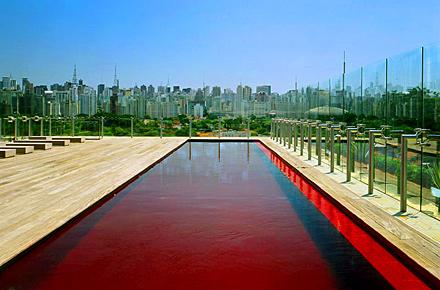 Connu Piscines colorées : le rouge et le noir : Des piscines pas comme  MG91