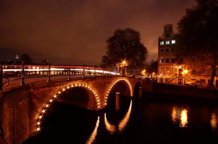 Amsterdam: party along the canals
