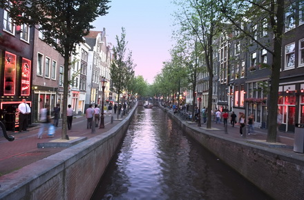 Amsterdam: nights out by the canals
